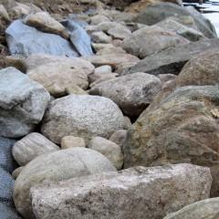 Huomaa: takana olevat kivet ovat hiukan matalampana kuin etukivien huiput.